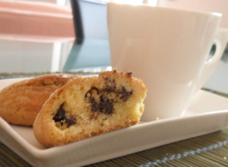 Biscotti senza glutine con gocce di cioccolato (ricetta per la colazione)