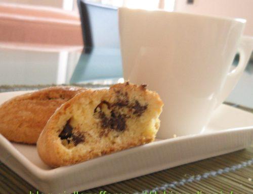 Biscottoni senza glutine con gocce di cioccolato (ricetta per la colazione)