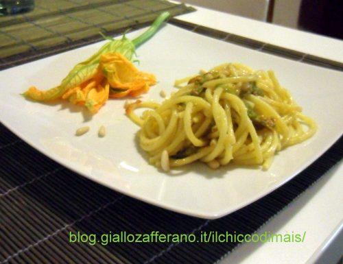 Bucatini con fiori di zucca e pinoli (ricetta veloce)