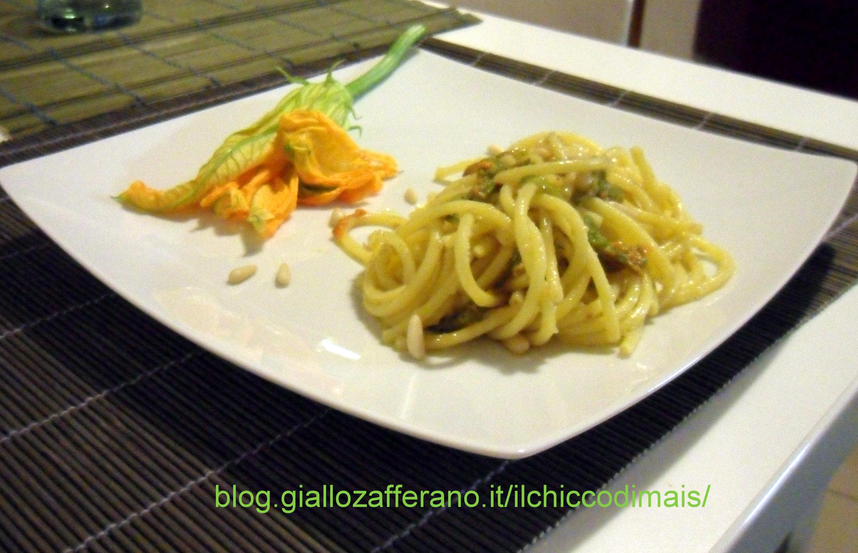 bucatini con fiori di zucca e pinoli ricetta veloce il chicco di mais