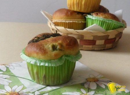 Muffin salati con asparagi e formaggio