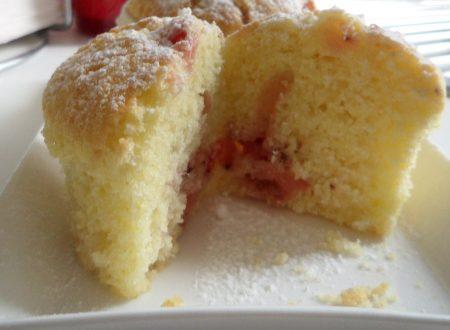 Muffin con fragole e frutti di bosco (ricetta con pasta margherita)