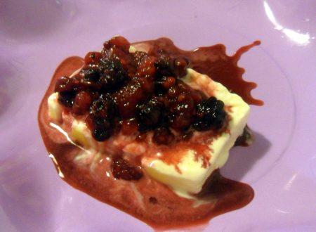 Mattonella allo zabaione con salsa ai frutti di bosco (ricetta senza forno)
