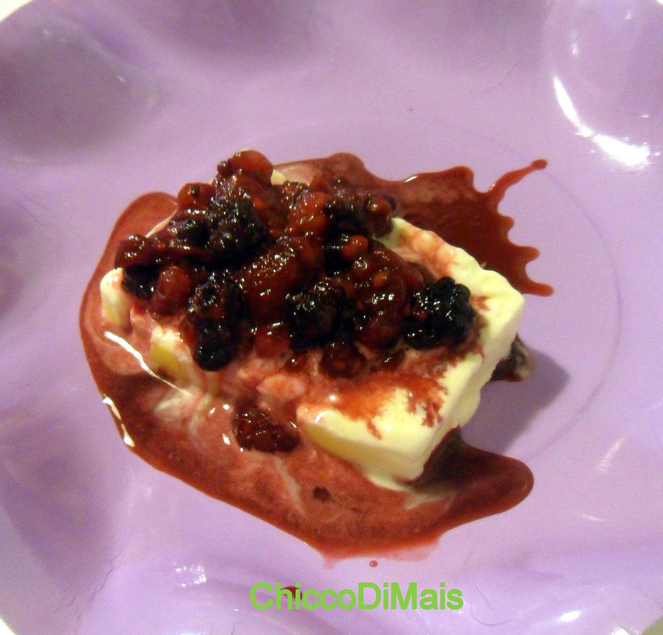 Mattonella allo zabaione con salsa ai frutti di bosco ricetta senza forno il chicco di mais