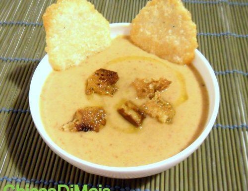 Vellutata di fagioli con cialde al parmigiano (ricetta piatto freddo)
