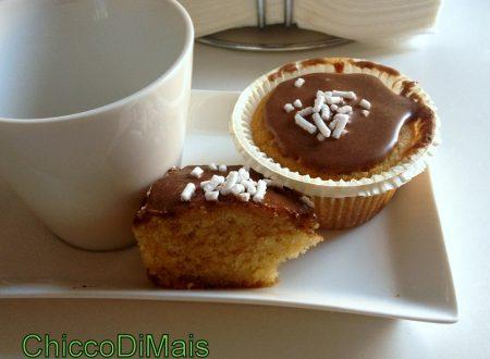 Cupcake alla pera con glassa alla cannella