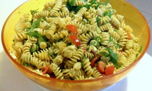 Pasta fredda con pesto pomodorini e rucola (ricetta estiva)