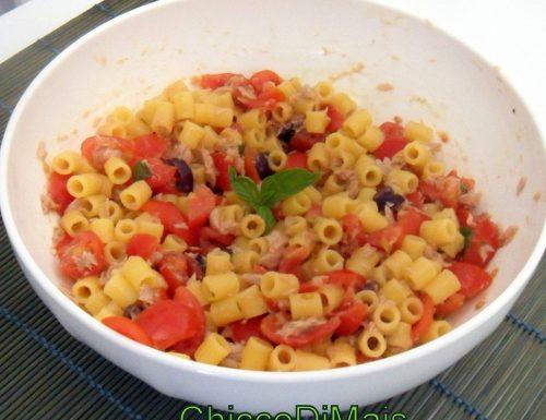 Pasta fredda con tonno e olive (ricetta estiva)