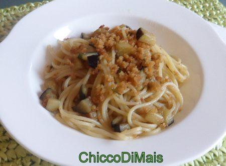 Pasta con melanzane e mollica (ricetta economica)