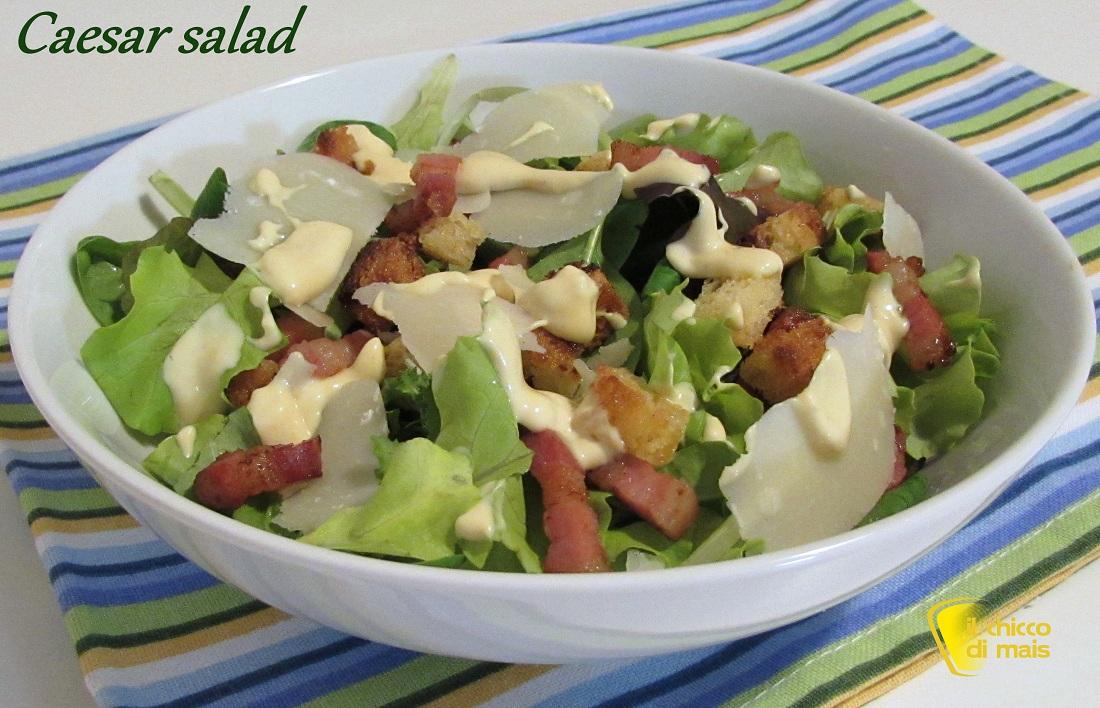 Raccolta di insalatone estive caesar salad