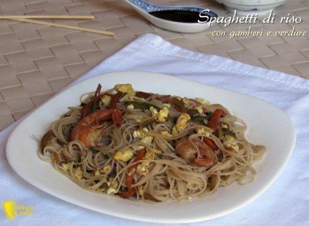 Spaghetti di riso con gamberi e verdure, ricetta cinese