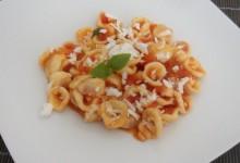 Orecchiette al pomodoro e cacio ricotta (ricetta pugliese)