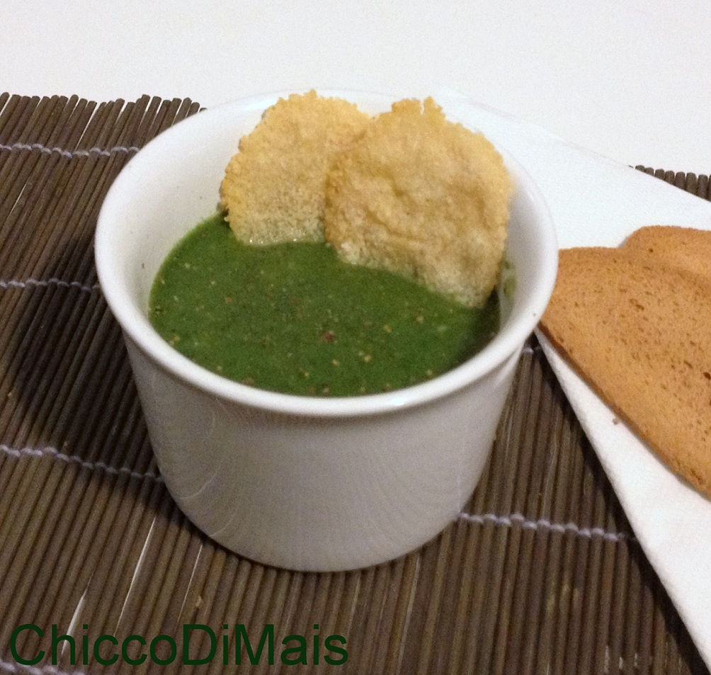 Crema di spinaci con cialde al parmigiano ricetta invernale il chicco di mais