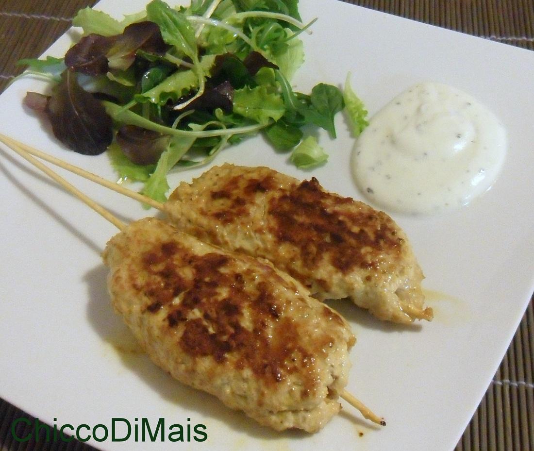 Kebab di pollo con salsa allo yogurt ricetta etnica il chicco di mais