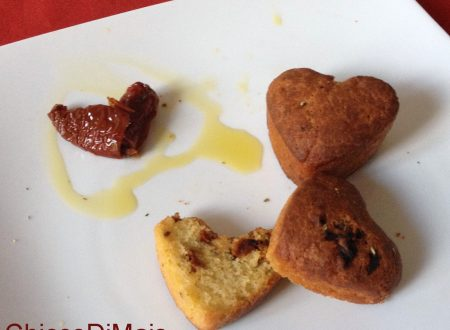 Muffin salati con pomodori secchi e peperoncino (ricetta di San Valentino)