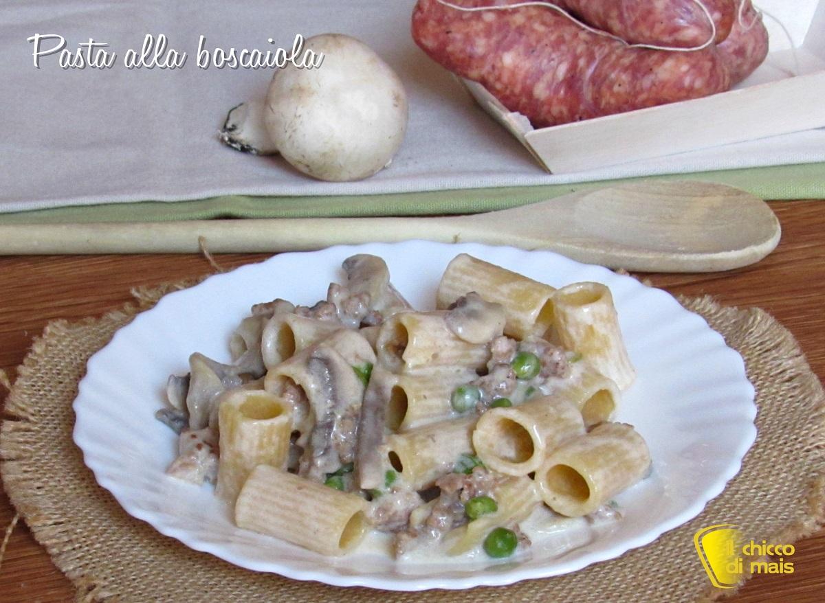 ricette con i funghi Pasta alla boscaiola ricetta pasta con panna salsiccia funghi e piselli il chicco di mais
