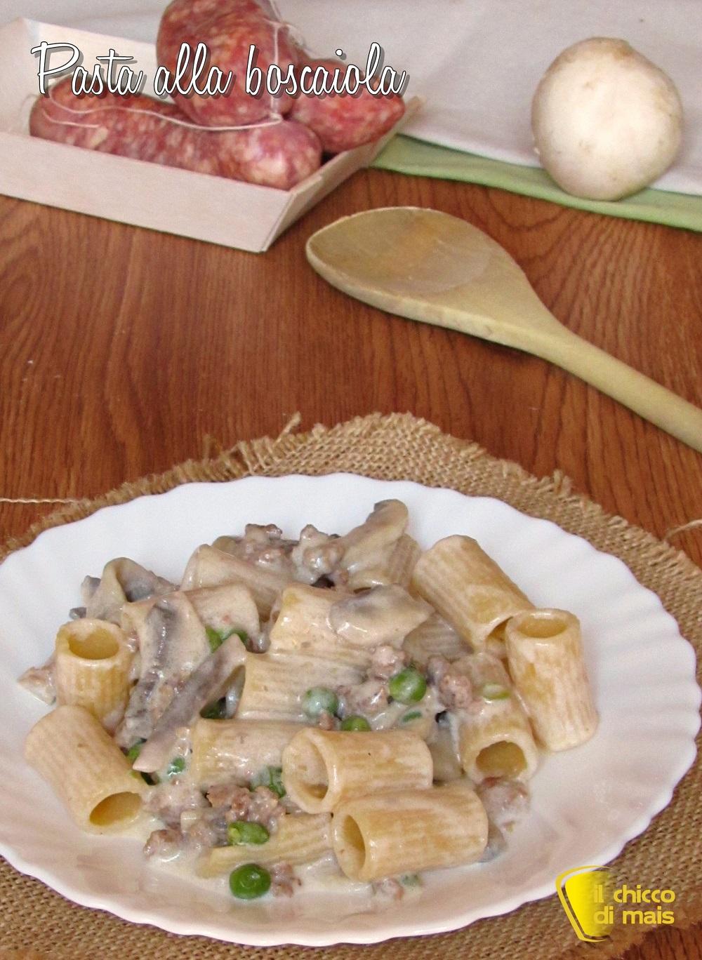 verticale_Pasta alla boscaiola ricetta pasta con panna salsiccia funghi e piselli il chicco di mais