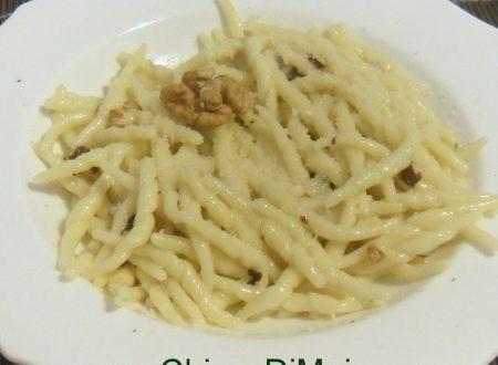 Pasta al gorgonzola e noci (ricetta veloce)
