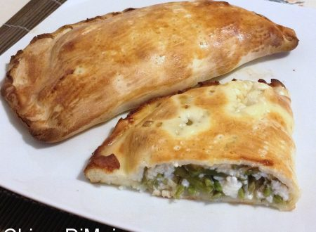 Calzone con ricotta e asparagi selvatici (ricetta al forno)