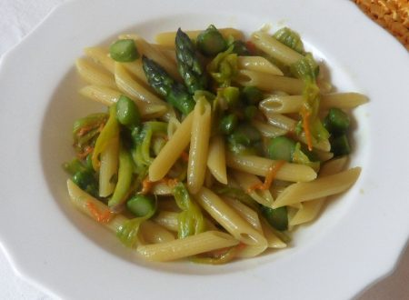 Pasta con asparagi e fiori di zucca (ricetta primaverile)