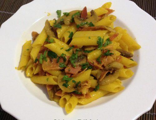 Pasta con zafferano, funghi e speck (ricetta primo)