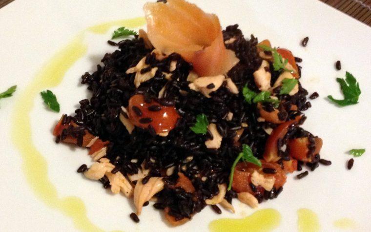 Riso venere con salmone (ricetta facile)