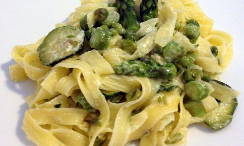 Pasta con robiola e verdure (ricetta primaverile)