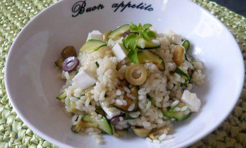 Insalata di riso con feta e zucchine (ricetta light)