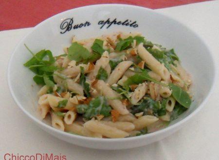 Pasta con mousse di prosciutto, rucola e mandorle (ricetta primo)