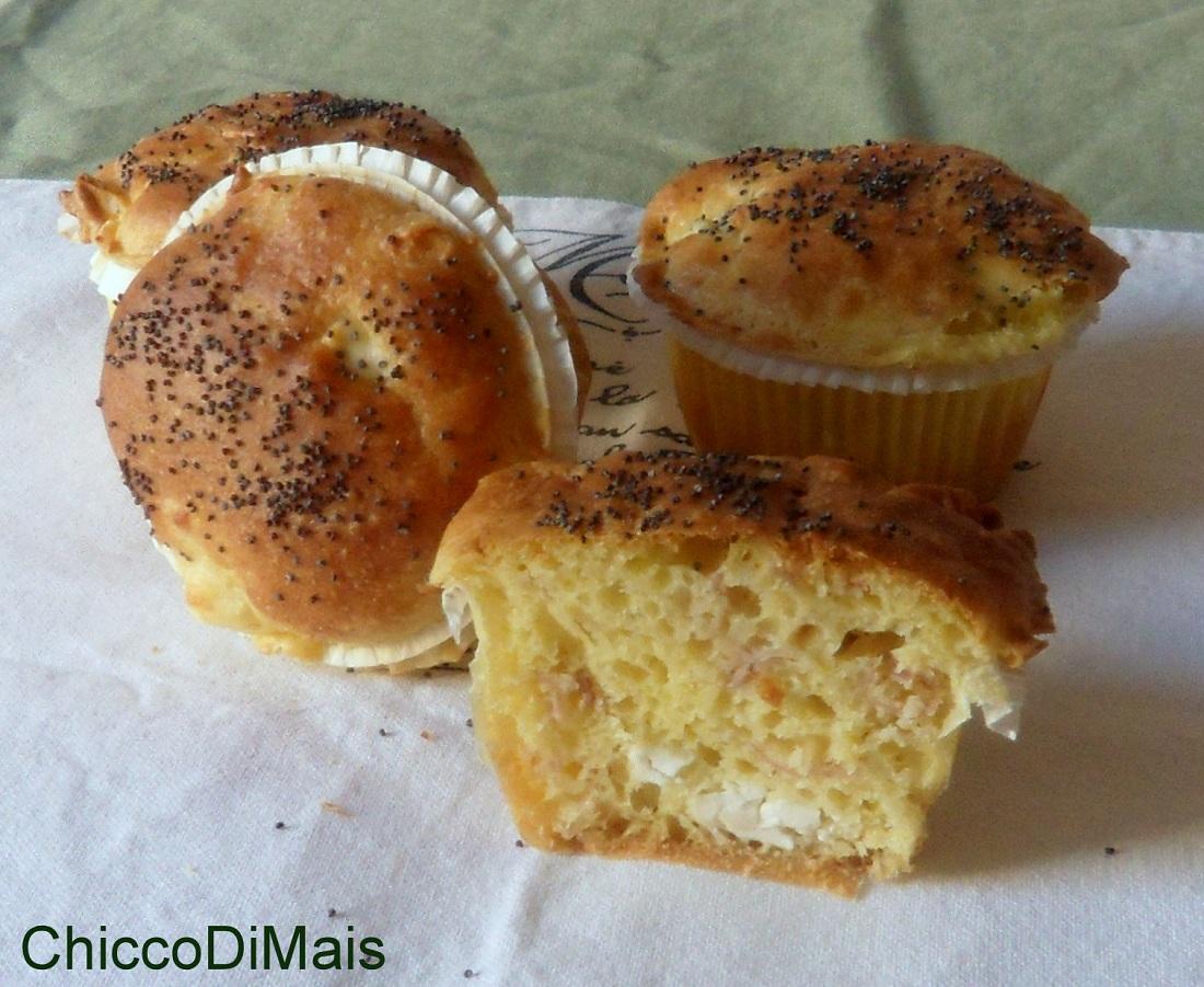 Muffin salati con feta e speck