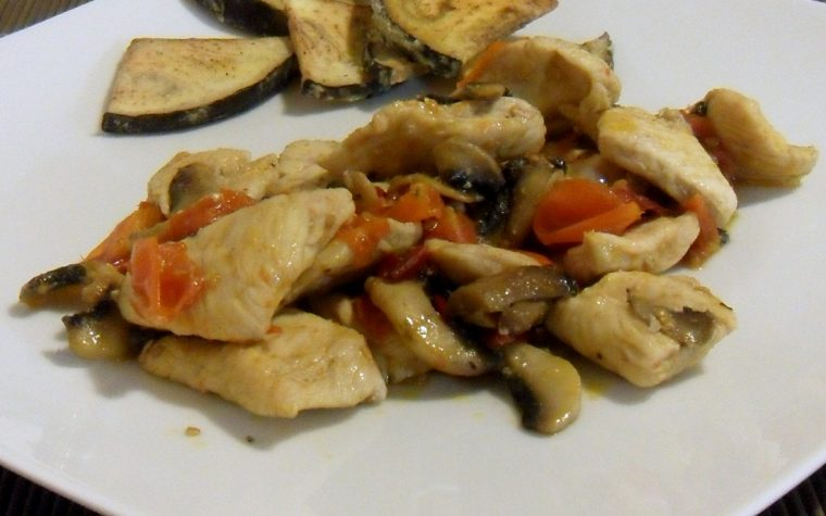 Pollo piccante ai funghi (ricetta semplice)