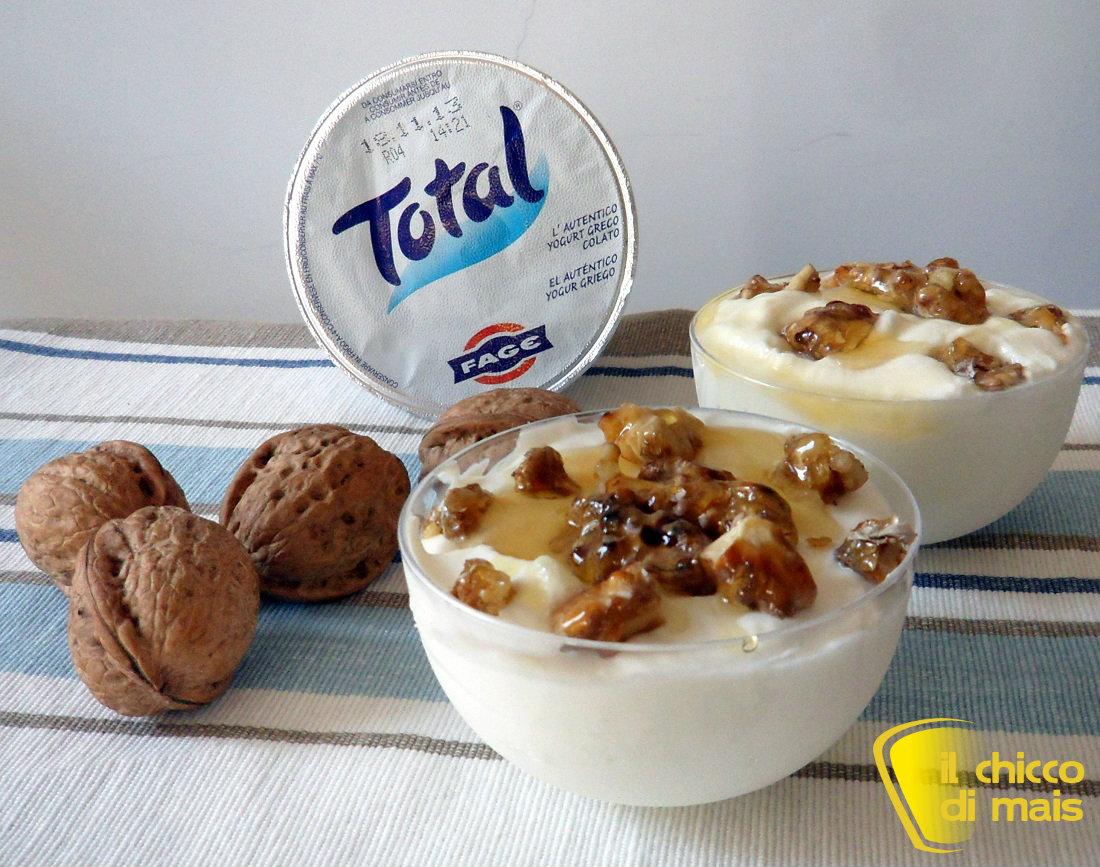 Mousse di yogurt con miele e noci pralinate ricetta dolce il chicco di mais