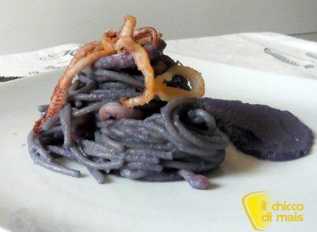 Pasta con cavolo rosso e calamari (ricetta di pesce)