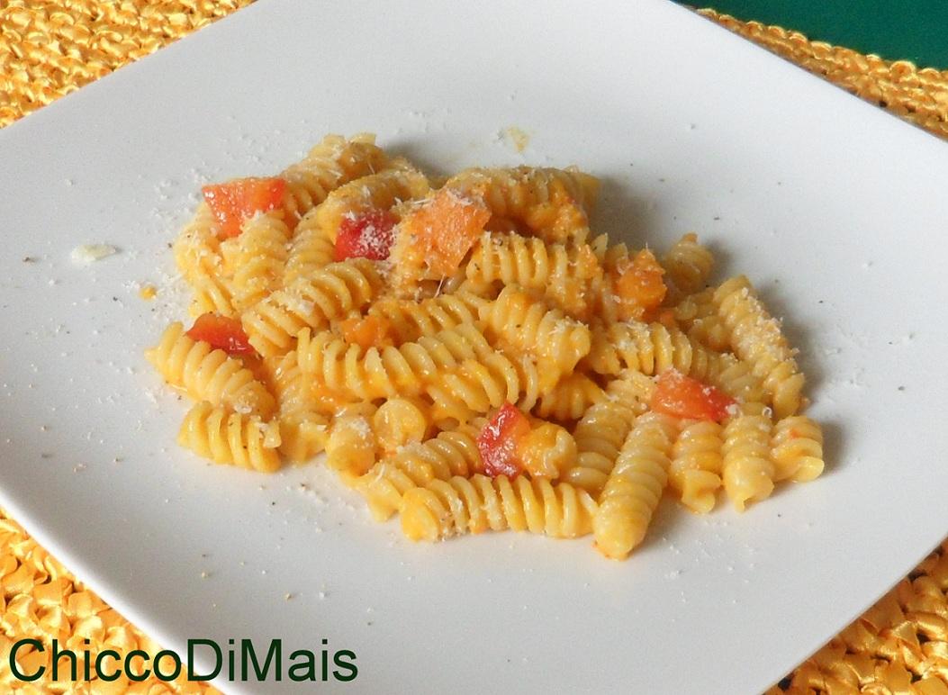Raccolta di ricette con la zucca dolci e salate Pasta-con-crema-di-zucca-e-peperoni il chicco di mais