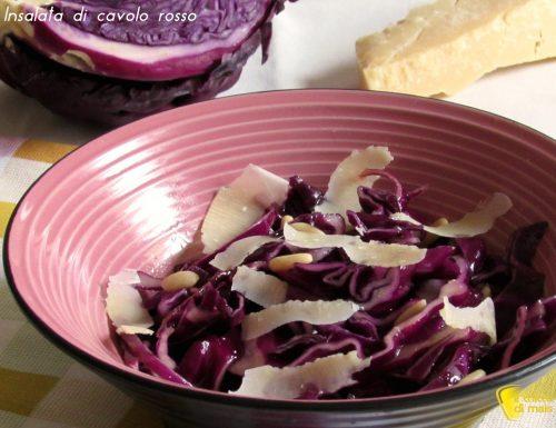 Insalata di cavolo rosso, parmigiano e pinoli (ricetta antipasto)