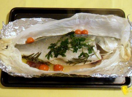 Pesce al cartoccio con aromi (ricetta semplice)