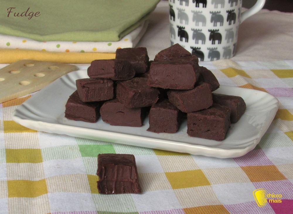 dolci di natale Fudge, cioccolatini americani ricetta con video il chicco di mais