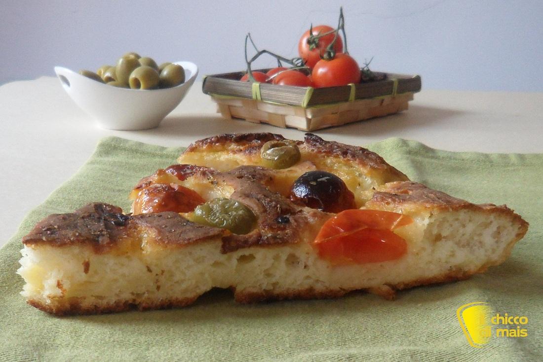 Focaccia senza glutine con olive e pomodorini ricetta pugliese il chicco di mais