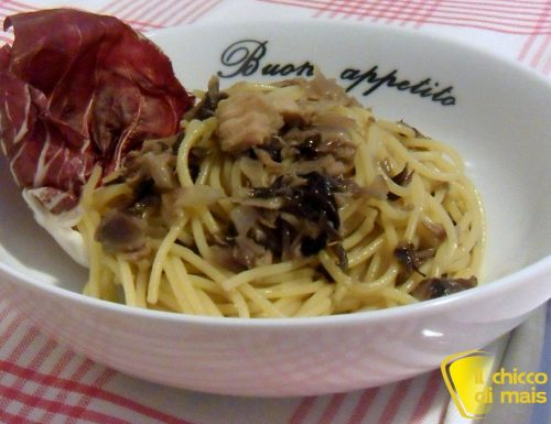 Pasta con tonno e radicchio (ricetta veloce)
