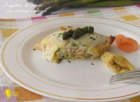Fagottini di crepes con asparagi e salmone (ricetta primo)