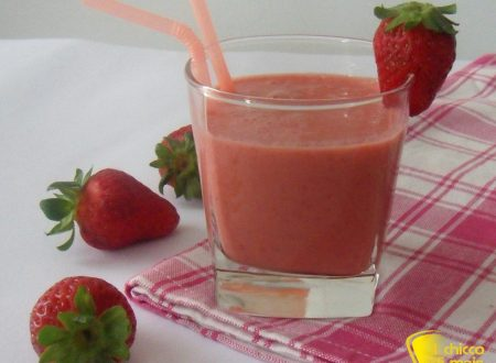 Smoothie alle fragole e yogurt (ricetta light)