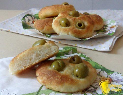 Focaccine senza glutine alle olive (ricetta semplice)