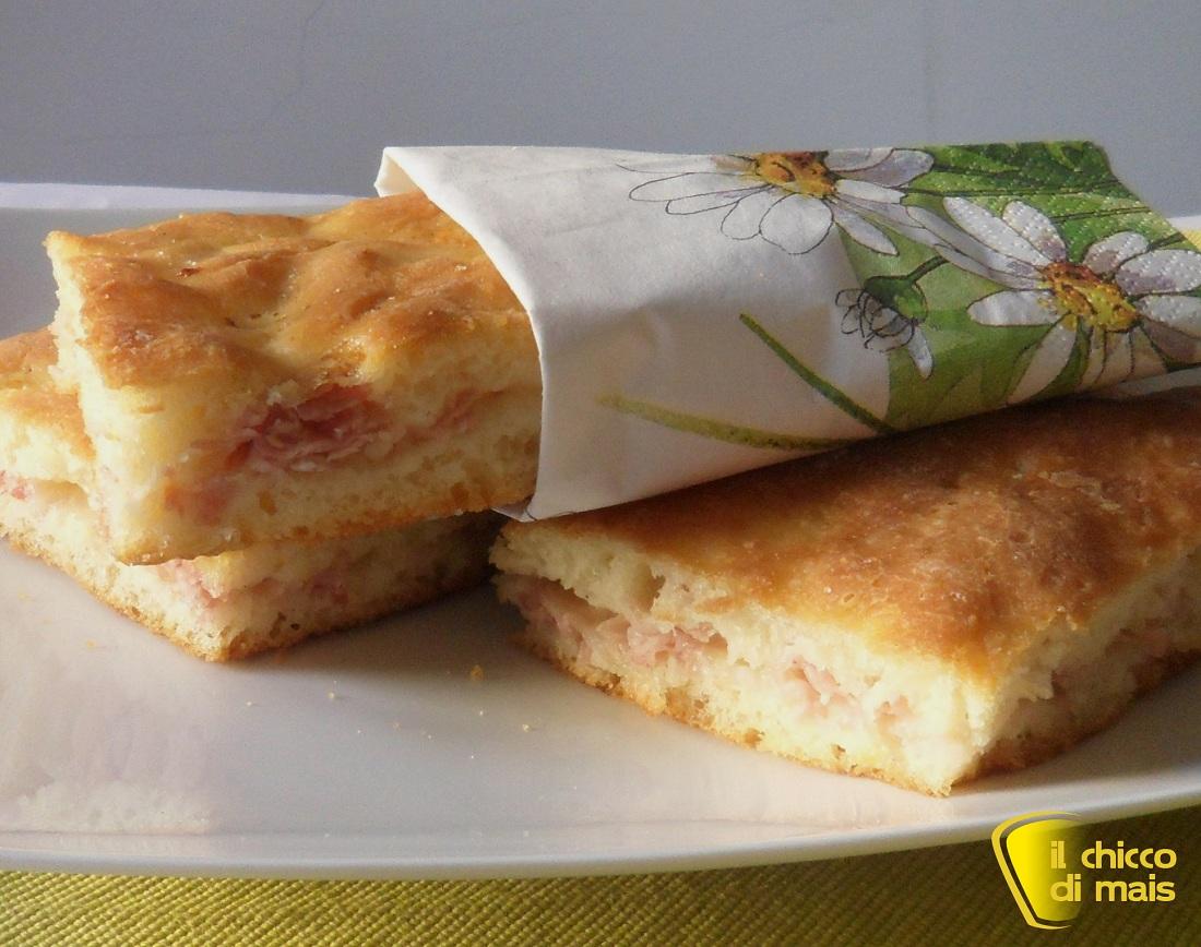 Focaccia ripiena di prosciutto e mozzarella ricetta senza glutine il chicco di mais