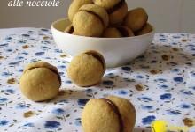 Baci di dama alle nocciole (ricetta dolce)