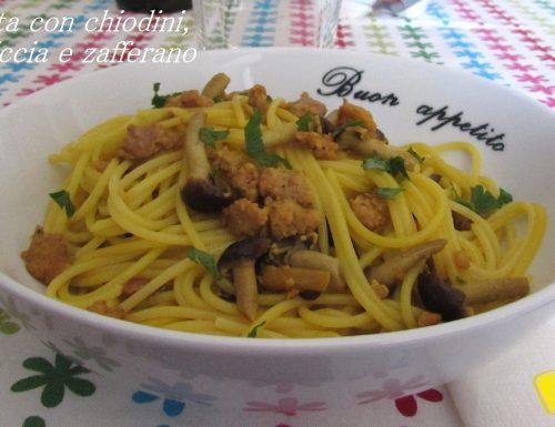 Pasta con chiodini, salsiccia e zafferano (ricetta autunnale)