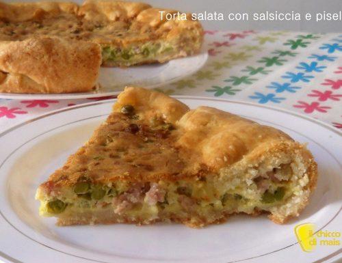 Torta salata con salsiccia e piselli (ricetta rustica)