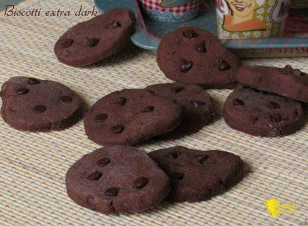 Biscotti con gocce di cioccolato extra dark