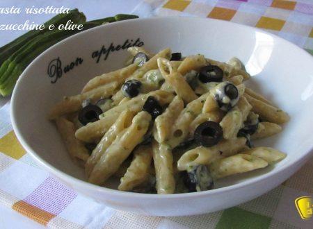 Pasta risottata con zucchine e olive (ricetta semplice)