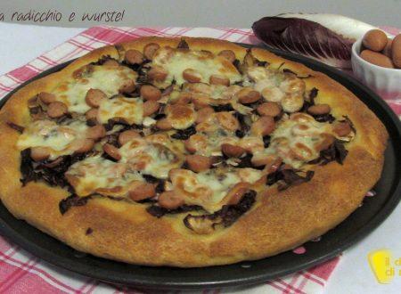 Pizza con radicchio e wurstel