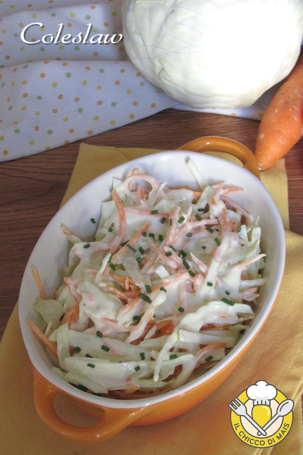 verticale_coleslaw insalata di cavolo americana con carote e salsa allo yogurt per hamburger ricetta originale americana il chicco di mais